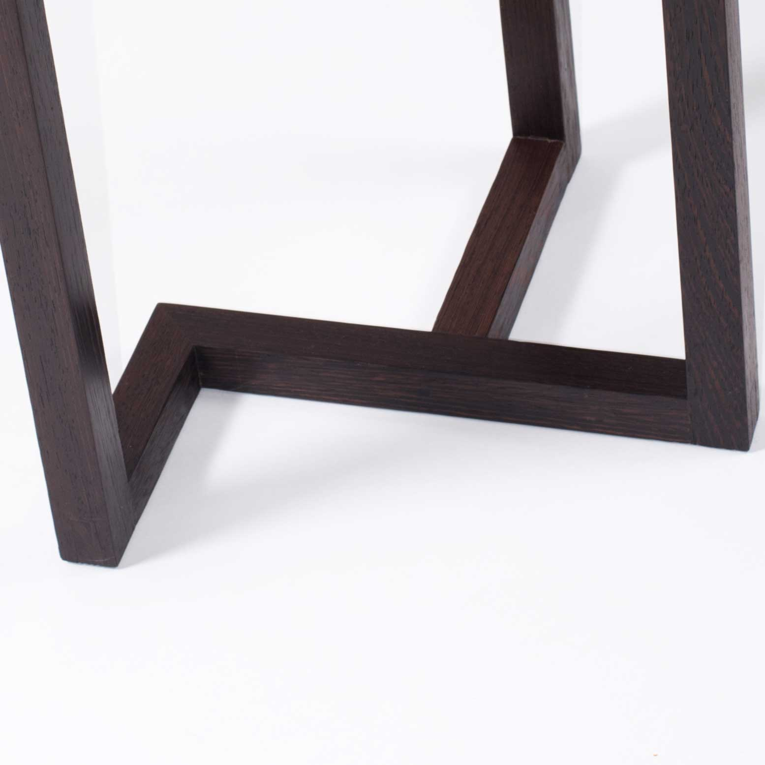Bijzettafel detail hout: Wengé