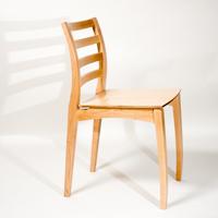 strakke houten stoel